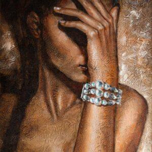 Mergina su perlų apyranke